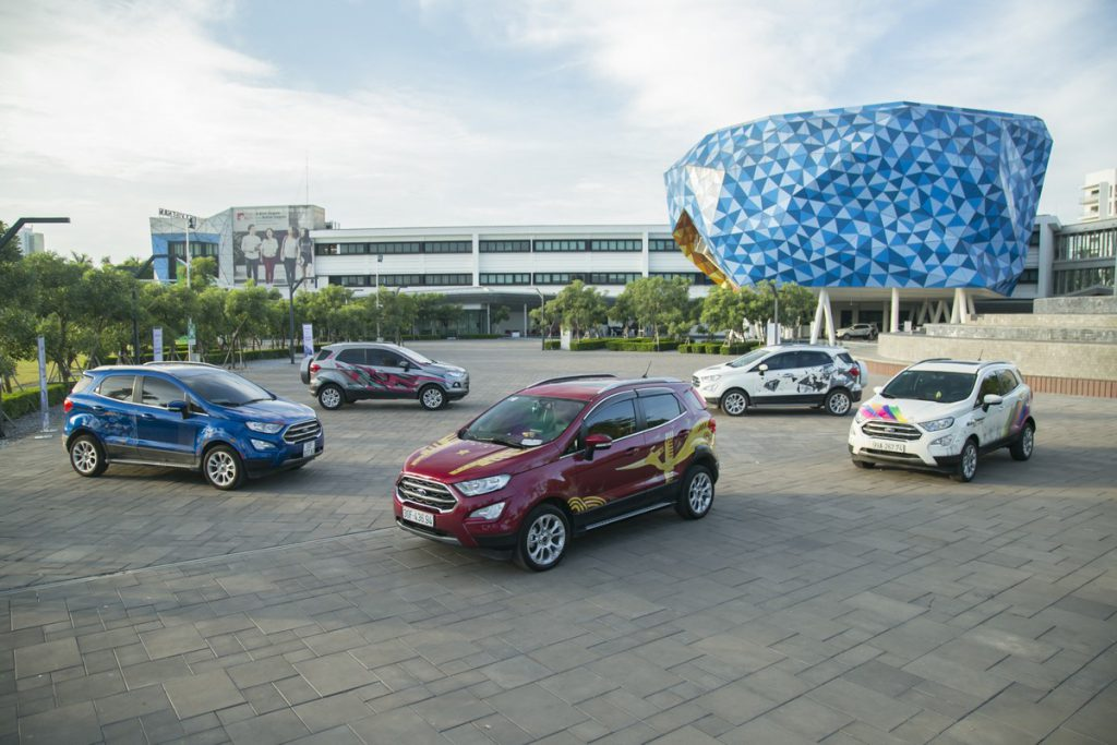 """FORD VIỆT NAM TRAO GIẢI CUỘC THI FORD ECOSPORT – PAINT YOUR """"TRUE COLOR"""""""
