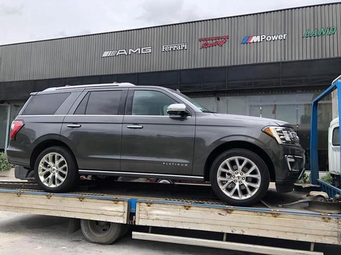 SUV 'khủng long' Ford Expedition thế hệ mới đầu tiên cập bến Việt Nam